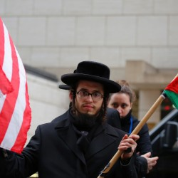 Members of the Jews United Against Zionism take part during a protest in support of Palestine in the wake of the December 23 United Nations Israeli settlement vote December 28, 2016 in New York. / AFP PHOTO / KENA BETANCUR