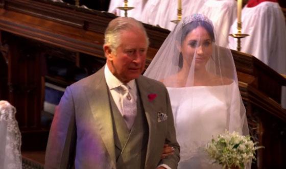 الأمير تشارلز حل محل والد العروس داخل الكنيسة